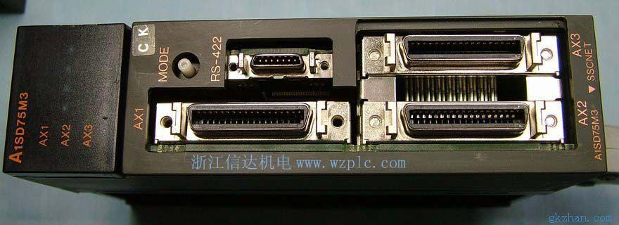 定位数据存储容量加大 每轴的定位数据点由A1SD71的400点增至600点。此外,数据存入flash ROM可以不用电池。 S型加速/减速 S型加速/减速功能保证了平滑起动和停车,并减少加在机械设备上的应力。在用每种定位操作时可定义多达4种不同的加速时间和减速时间。 插补 任意2轴的组合均可进行线性和圆弧插补 多种返回原点的方法 提供6种返回原点的方法,使机械设计和系统配置具有较大的灵活性。自动原点返回功能保持机械设备在硬行程限制范围内的任意点均能返回原点。 集电极开路输出或差分输出(A1SD75P) 可